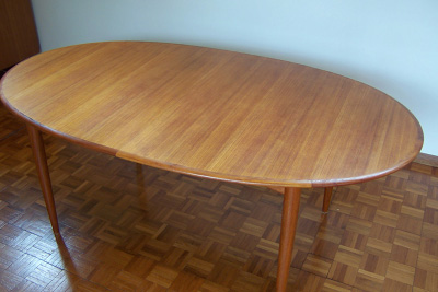 Parker Oval dining Table